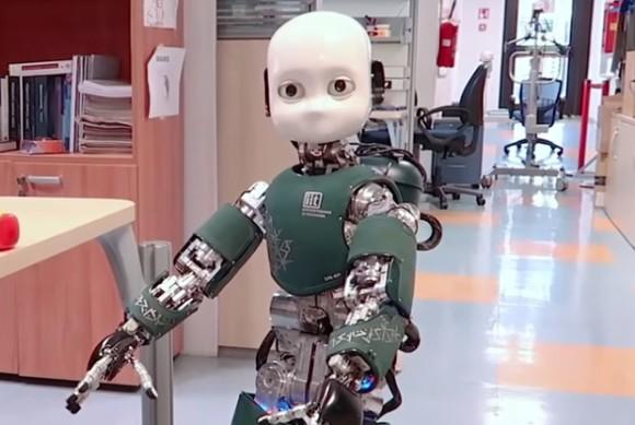 不気味の谷、超えたかな?イタリアの科学者が開発した子供型自律走行ロボット