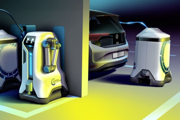 逆にロボットが動き回り電気自動車を探して充電してくれるというモバイルロボット(フォルクスワーゲン)