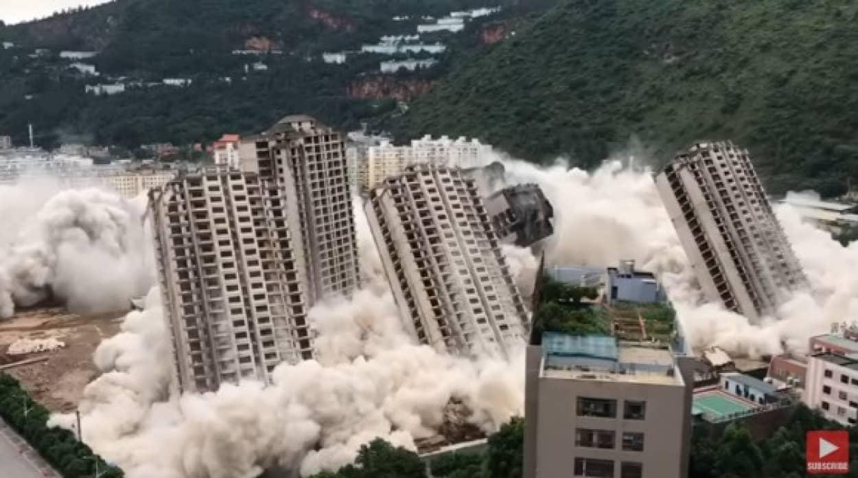 15棟の高層ビルを一気に爆破解体