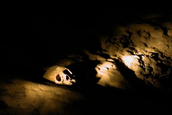 「地獄への入り口」マヤ文明時代の生贄の犠牲者となった少女の遺骨が宿るアクトゥン・チュニチル・ムクナル洞窟