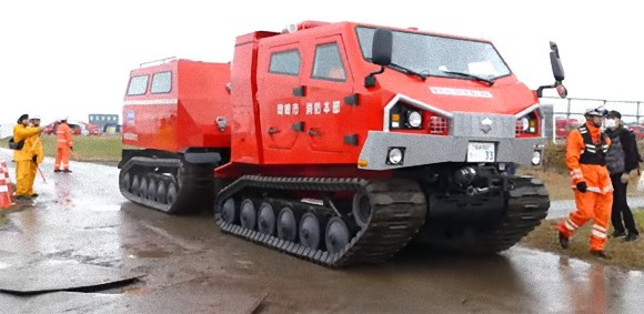 日本で唯一の全地形対応型の消防車、これが「レッドサラマンダー」の実力だ!
