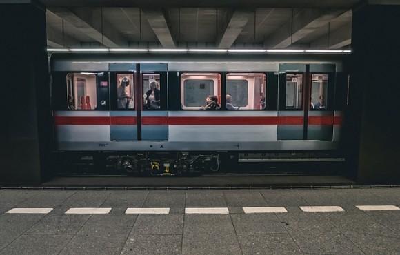 train-2663056_640_e