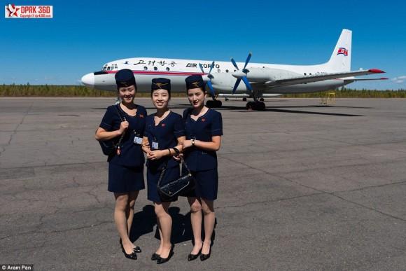 年代ものの飛行機で飛ぶ、北朝鮮...