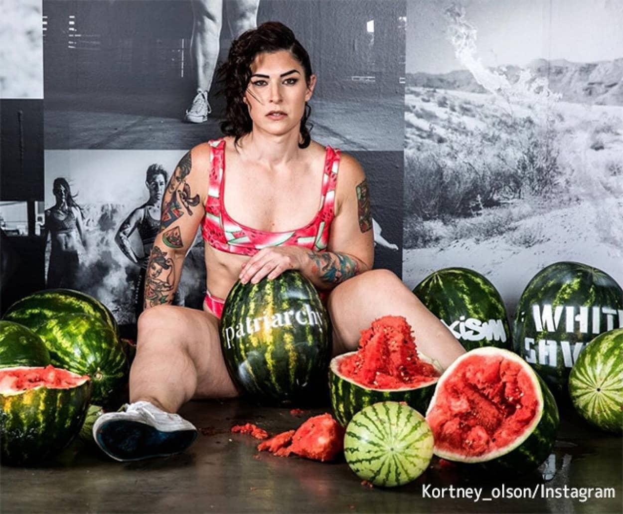 スイカの股割りで世界記録を出した女性ボディビルダー