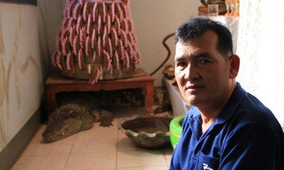 最強のボディーガードはワニだった。20年以上ワニと暮らすおじさん(タイ)