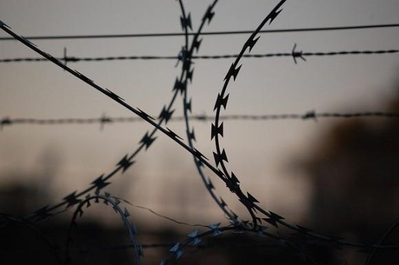 「15日後に必ず戻る!」と置手紙を残して刑務所を脱出した囚人、その理由とは?(イタリア)