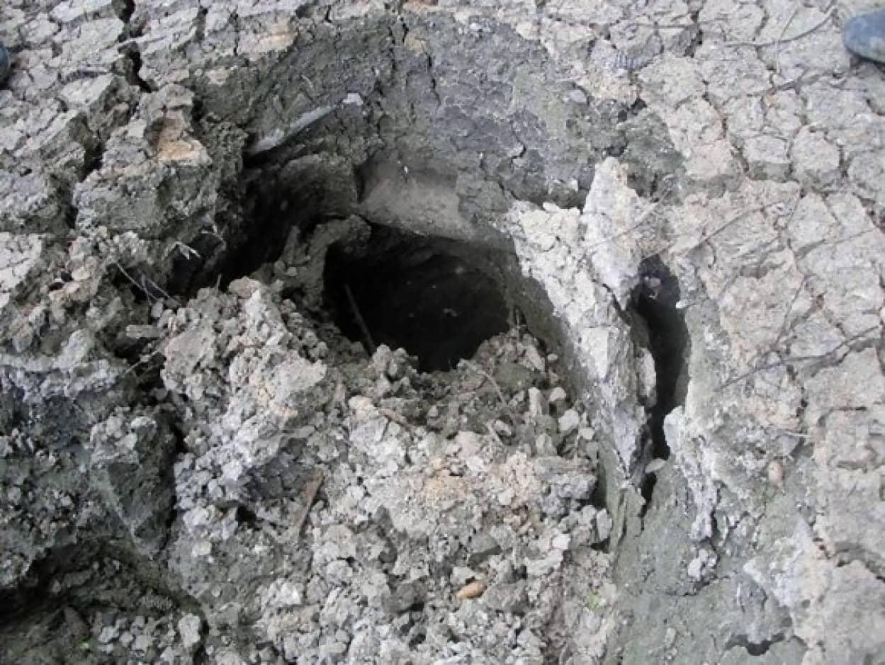 hole-570x428_e