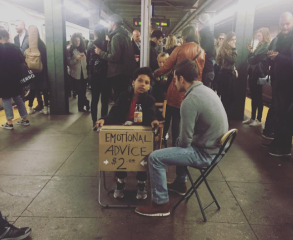 心に闇を抱える大人たちの相談相手は11歳の少年セラピスト。ニューヨークの地下鉄構内で毎週日曜日に営業中