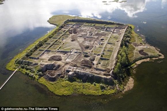 いったい誰が?何の目的で?謎に包まれたシベリアの孤島にある1300年前の遺跡「ポル=バジン」