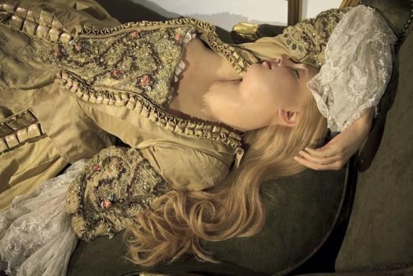 解剖学を学ぶならセクシーな方が良い。18世紀のルネッサンス絵画調美女の人体解剖蝋人形(解剖学注意)