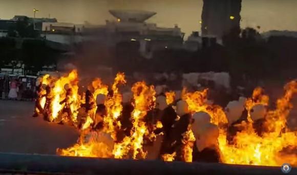 汚物は消毒にもほどがある。総勢32人が炎の大行進。炎を身にまとったまま30秒歩く脅威のギネスチャレンジ