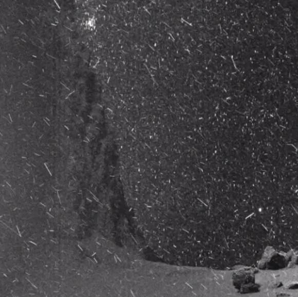 探査機ロゼッタが記録したチュリュモフ・ゲラシメンコ彗星の異界っぷりがすごい!