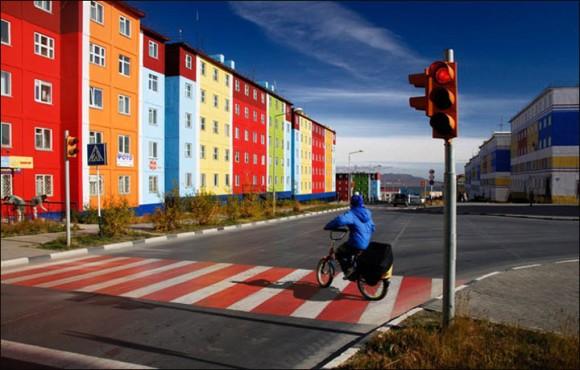 シベリアの永久凍土が溶けて35年後に建物が次々と崩壊するというシナリオ(ロシア)