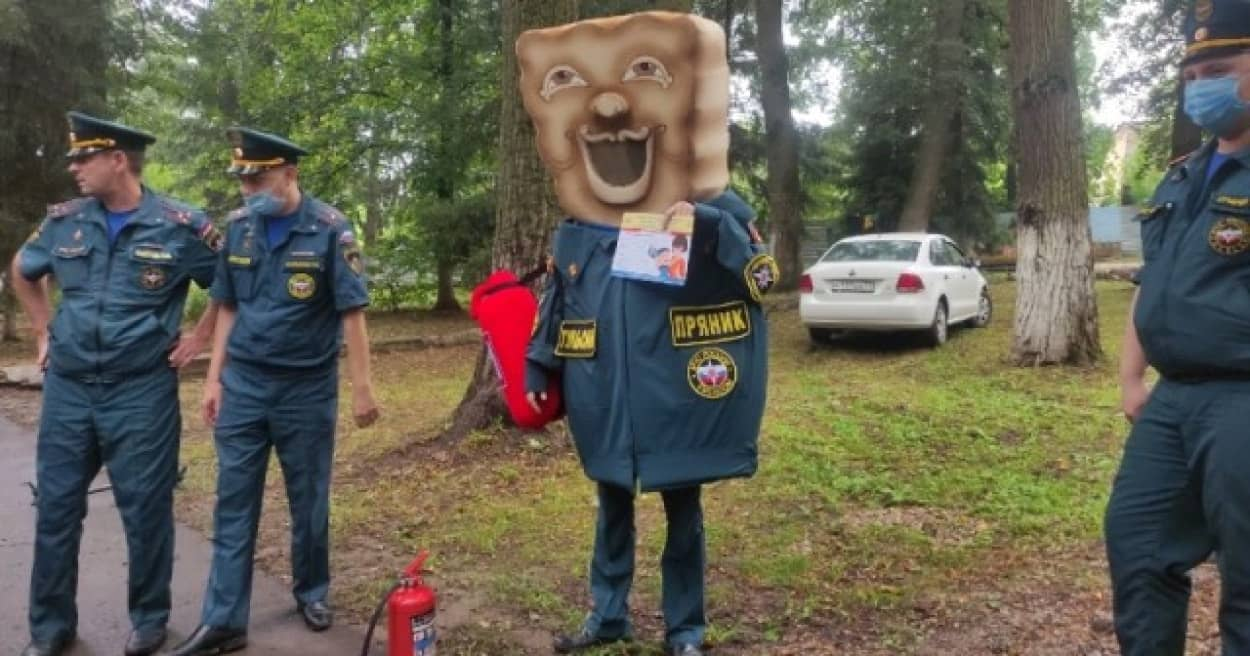 ロシアのパンケーキキャラの民間防衛軍