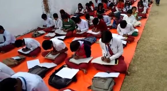 右手も左手も自由に使えるように。全校生徒に両利きのスキルをマスターさせる学校(インド)