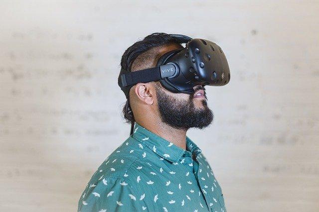 VRで異性の体に入れ替わる体験をすると、実際の性別の認識に変化が生じる(スウェーデン研究)