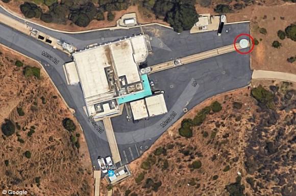 グーグルアースで見つかっちゃった。NASAの敷地内の「完璧なUFO」とは?