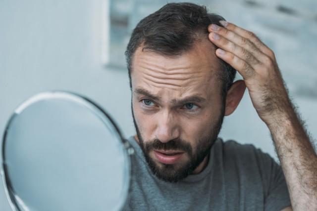 ストレスが髪の成長を妨げる原因を研究