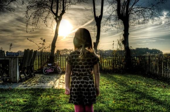 生きることを放棄する。スウェーデンで発生している「あきらめ症候群」の子供たち