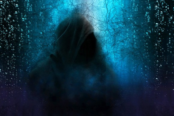 hooded-man-2580085_640_e