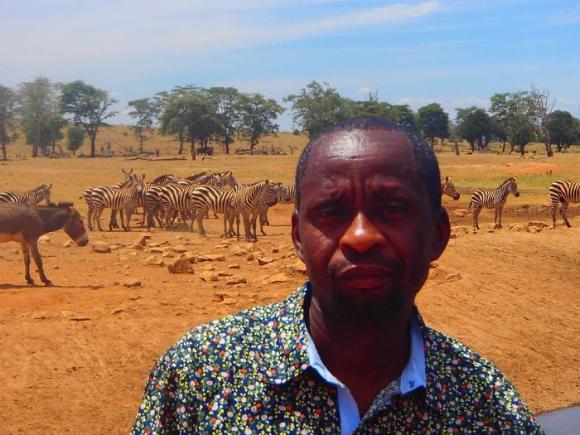 干ばつで水の飲めない野生動物に毎日水を与え続ける男性「ウォーターマン」(ケニア)
