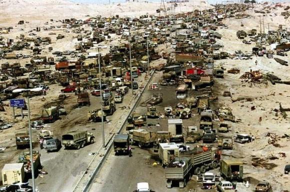撤退中のイラク兵を狙い民間人もろとも集中爆撃。イラク「死のハイウェイ」を記録した写真と映像