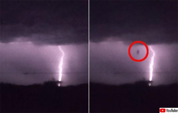 嵐雲の中から落雷とともに落ちてきた黒い物体の正体は?(アメリカ)