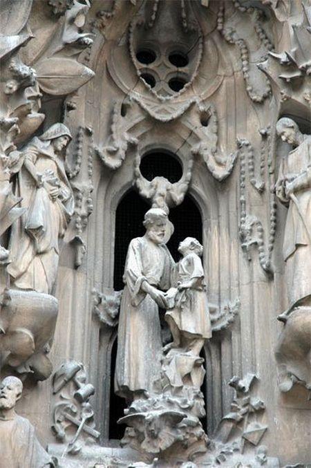 temple_expiatori_de_la_sagrada_familia_in_barcelona_11