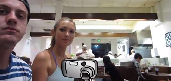 海外の回転寿司屋で、寿司の代わりにカメラを乗っけてみた時の人々の反応