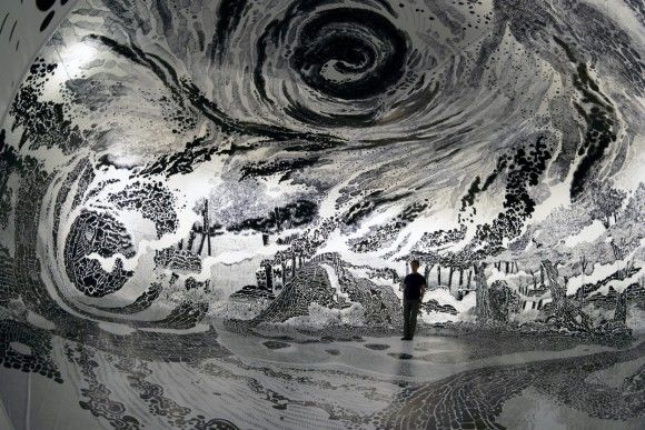 吸い込まれたい!マーカーペンだけで空間を埋め尽くした360度水墨画のようなモノクロームの部屋