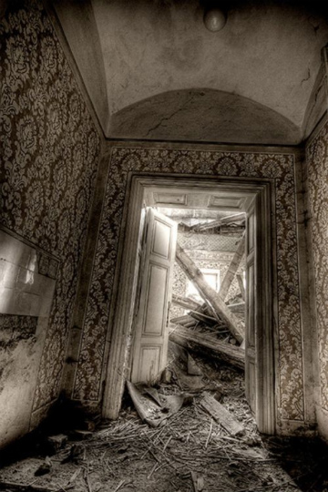 urban_decay_photography_23