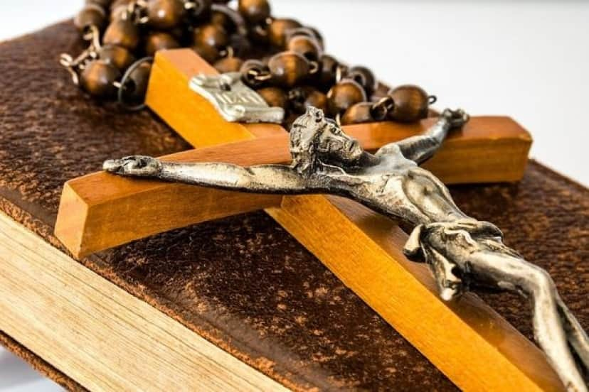 crucifix_pixabay