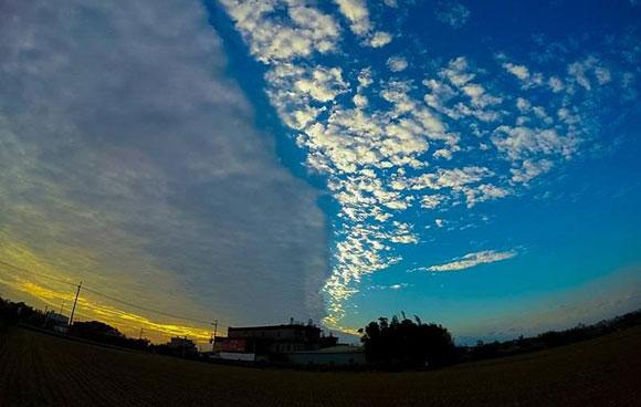空がが真っ二つに割れた?台湾に出現した「陰陽雲」