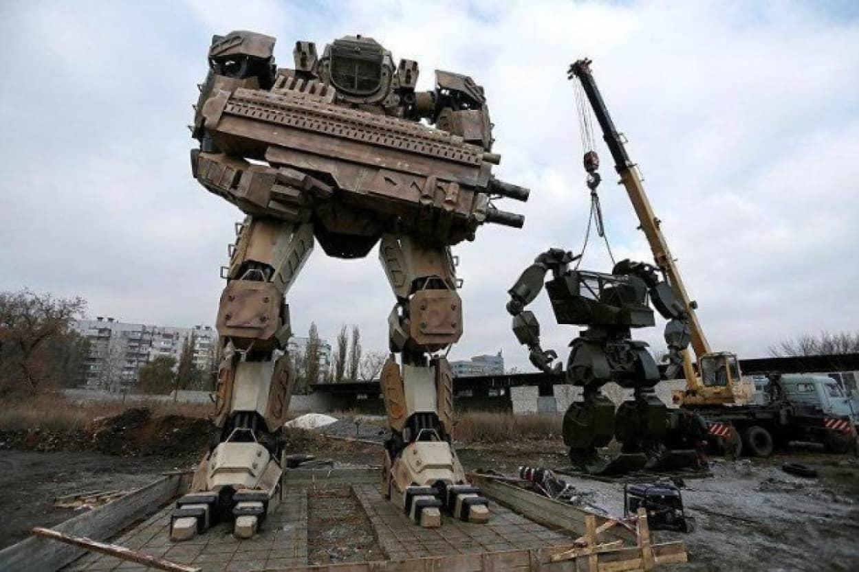 ウクライナの自動車整備士が作ったロボット