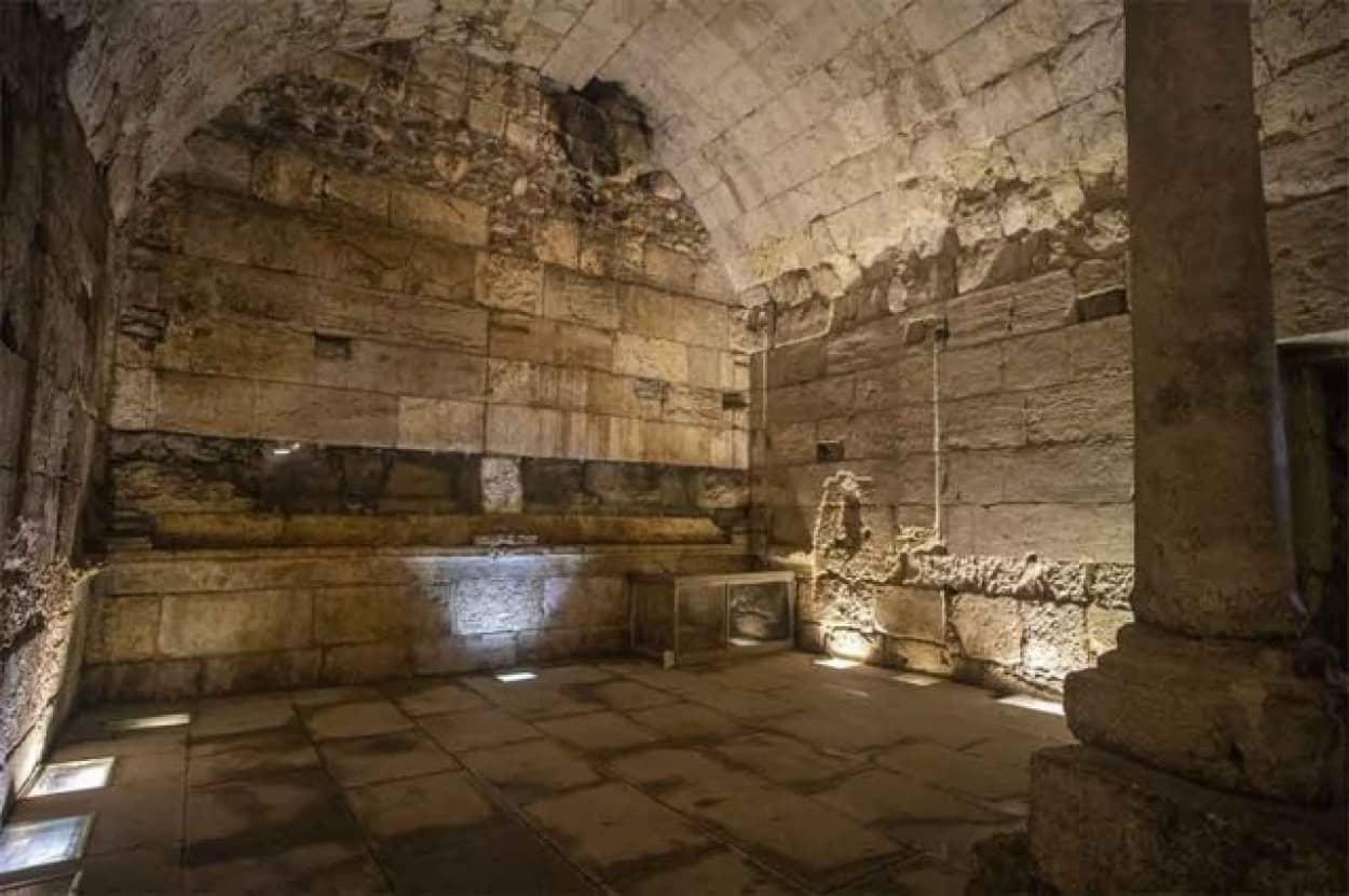 エルサレムで2000年前の地下宴会場の遺構を発掘