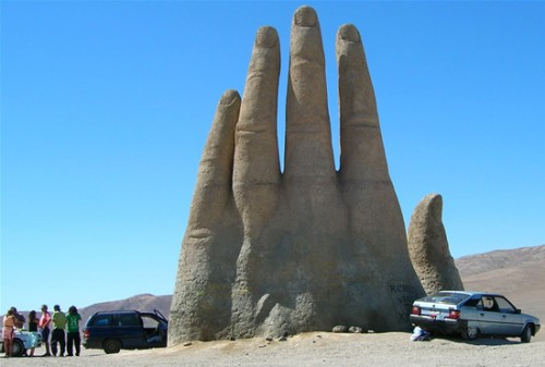 The-Giant-Hand-of-Atacama-1