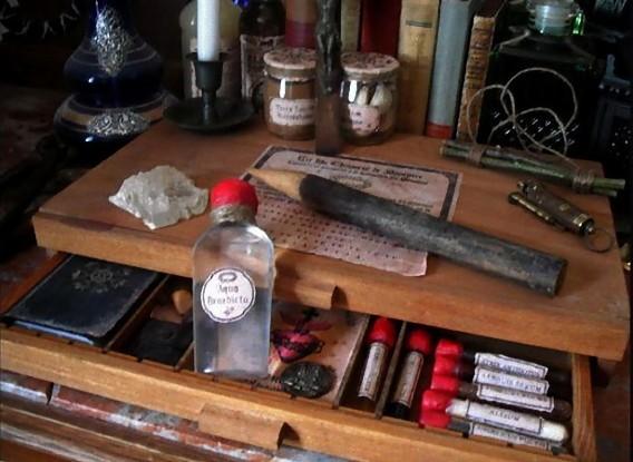 real_vintage_vampire_killing_kits_640_03_e0