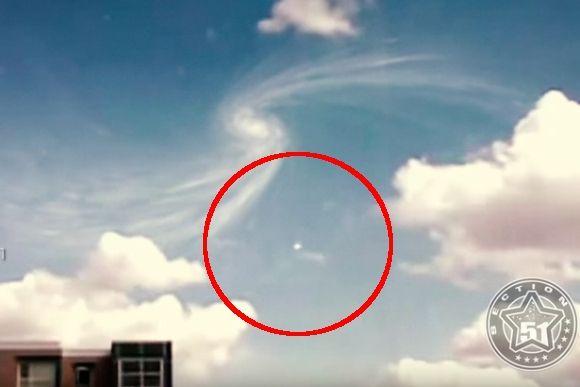 CERNの素粒子加速器の上空に異常現象、さらにはUFOが出現するだとぅ?