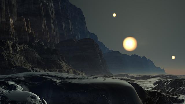 太陽を3つ持つ太陽外惑星が発見。その空には不吉な赤い目が浮かぶ