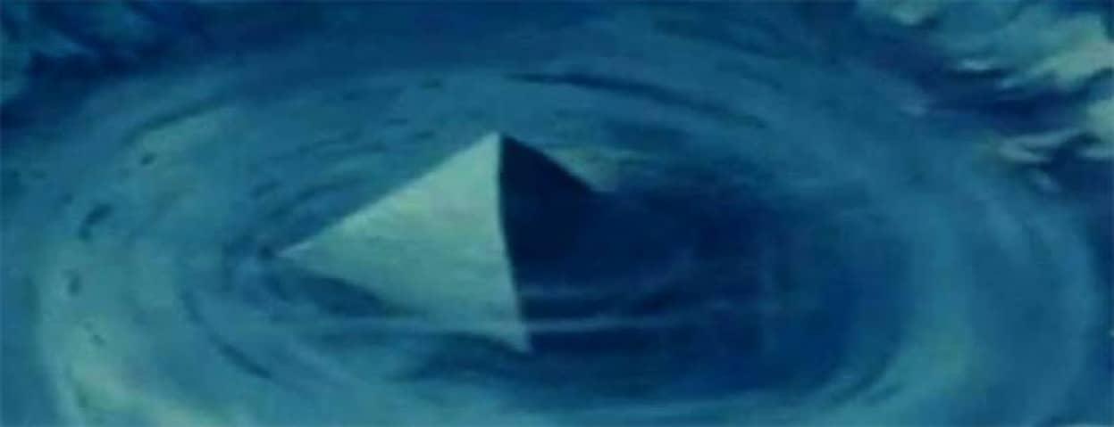 魔の三角海域「バミューダ・トライアングル」に沈む巨大なクリスタルピラミッドの謎