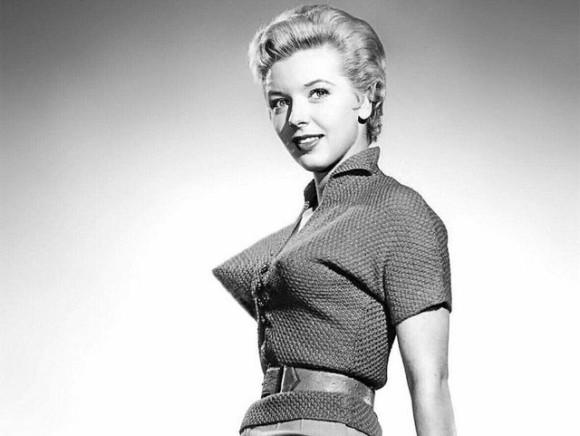 突き刺さるからその先端!とんがるほどにナウだった。1940~50年代のファッショントレンド「弾丸ブラ」
