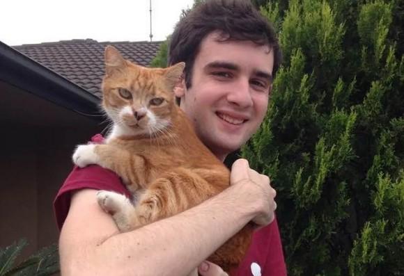 保護施設で少年にロックオンして16年目。20歳となった猫と青年の絆は今も変わらずソウルメイト(アメリカ)