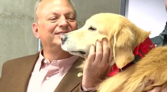 愛犬の命を救ってくれた獣医らに恩返しするため、6億5千万円のスーパーボウルのCM広告枠を買った男性(アメリカ)