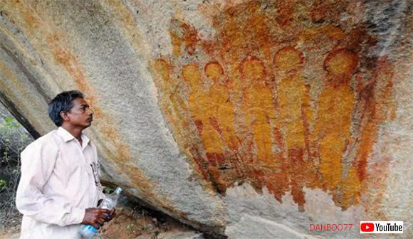 古代の宇宙人を描いたものなのか?洞窟に残された謎の生命体が記された5つの壁画