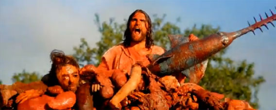 今度はキリストが!ゾンビを魚でなぎ倒す、スプラッターホラーショートフィルム「イエスの拳」