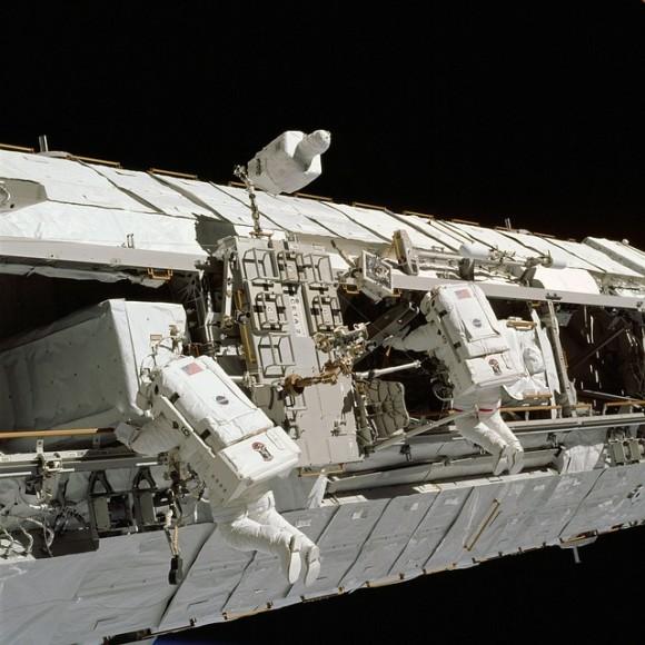 spacecraft-2133338_640_e