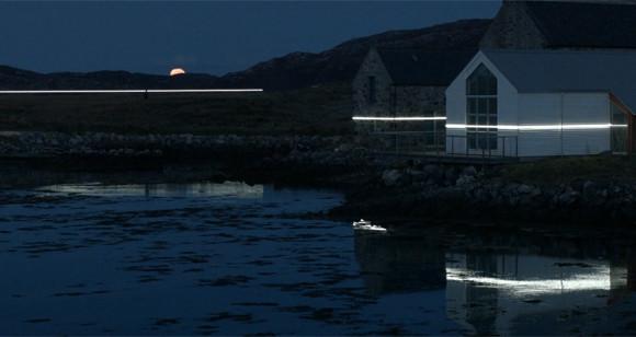 将来の海面上昇位置を光のラインで可視化し、景色に組み入れたインスタレーション(スコットランド)