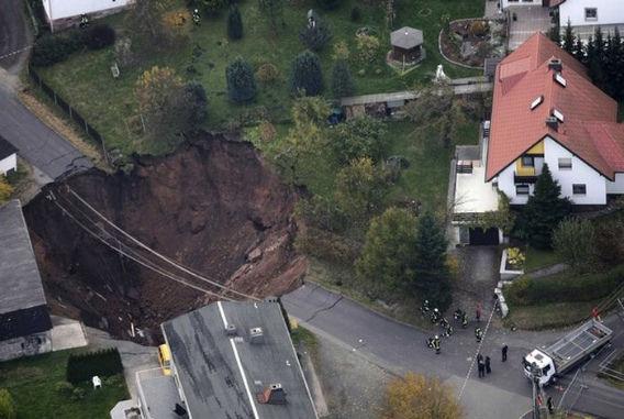 giant_landslide_10