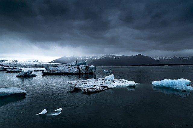 融解した南極の氷山が連鎖反応を引き起こし、地球を氷河期に突入させると科学者(英研究)