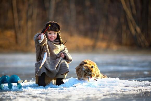 心の洗浄:天真爛漫に遊びまわる、イノセンスな世界の子どもたちの写真